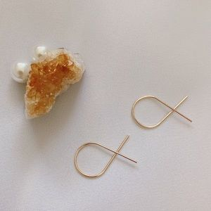 Sale🔥 3/$30 ✨ Minimalist Twisted Wire Earrings